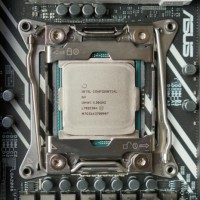 Les Intel Core i9 proposeront des fréquences de base inférieures à celles des modèles équivalents d'AMD, mais avec des capacités de boost supérieures. (crédit photo : Gordon Mah Ung)