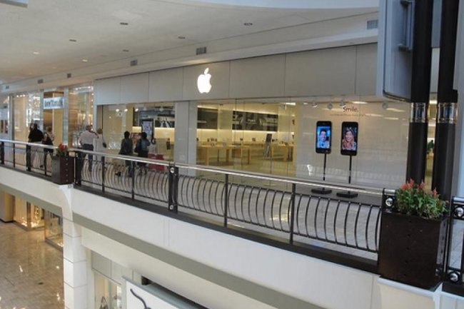 un apple store bient t inaugur la d fense le monde informatique. Black Bedroom Furniture Sets. Home Design Ideas