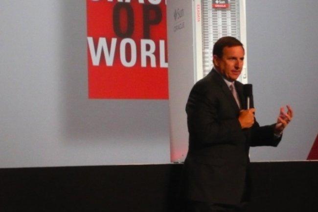 Mark Hurd, président d'Oracle, devant le serveur Exadata, sur OpenWorld 2012, lundi 1er octobre (crédit : MG)