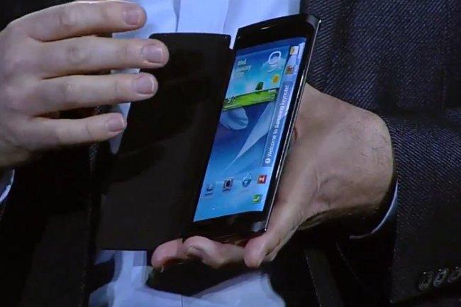 L'�cran de ce smartphone de d�monstration �pouse les contours du t�l�phone.