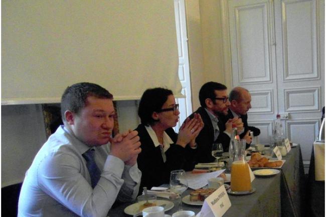 De gauche � droite, Karine Brunet, de Steria, Jean-Marc Defaut, de HP France, et Patrice Dubo�, de Capgemini, en d�bat sur le cloud priv�, ce matin � Paris. (cr�dit photo : D.R.)