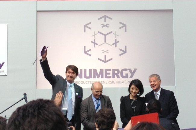 Photo de famille à l'occasion de l'inauguration de Numergy : de gauche à droite, P.Tavernier, J.Salvator, F.Pellerin et G.Roussel