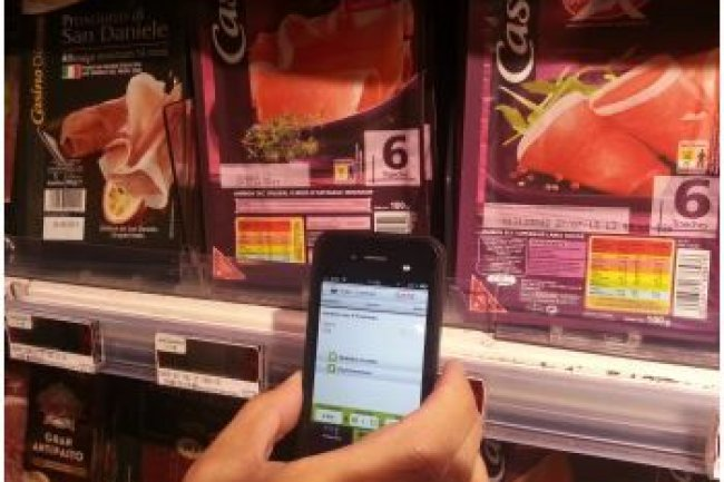En passant son smartphone sur une étiquette NFC, on fait apparaître la fiche du produit et on peut ensuite confirmer son achat. (Crédit Photo : B.L.)