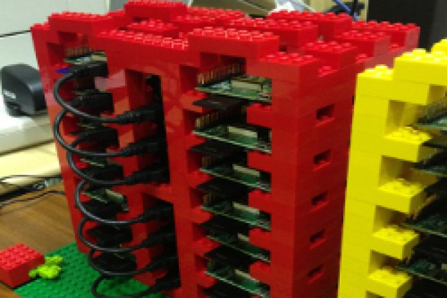 Une partie des racks du projet Raspberry Pi Cloud Cr�dit Photo: DR