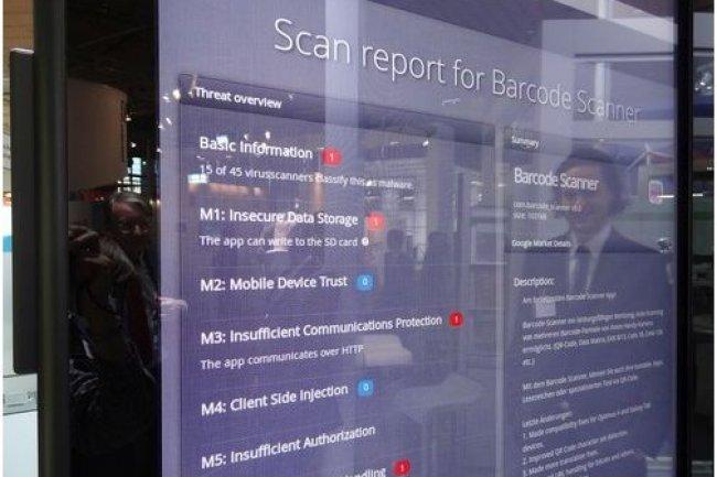 L'outil App-Ray, de l'Institut Fraunhofer AISEC, contrôle la sécurité des apps mobiles en entreprise. Ci-dessus, il est présenté par le chercheur Dennis Titze (en reflet sur l'écran). (crédit : Peter Sayer / cliquer sur l'image)