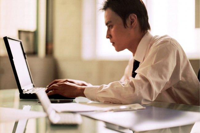 70% des cadres considèrent qu'ils passent trop de temps devant leur écran. Crédit D.R.