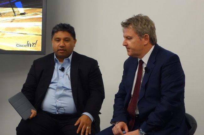 Zeus Kerravala, analyste chez ZK Research, et Chris Dedicoat, président de Cisco EMEAR, lors d'un point presse à Cisco Live 2015 à Milan.