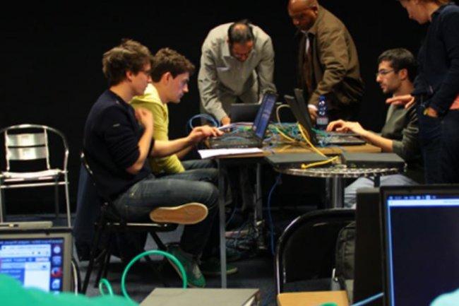 Le premier hackathon organisé par Facebook imposera aux candidats de créer des applications pédagogiques dédiés à la programmation.  Crédit: D.R