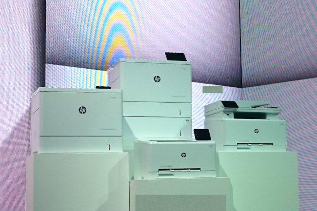 HP a aussi développé la M252, une imprimante laser A4 compacte avec un tiroir pour extraire les 4 cartouches JetIntelligence à 90€ l'unité. (crédit : S.L.)