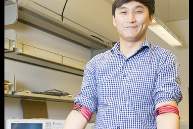 Jiwoong Park, doctorant à l'université de San Diego en californie, a servi de cobaye au prototype de système de réseaux magnétiques. (crédit : D.R.)