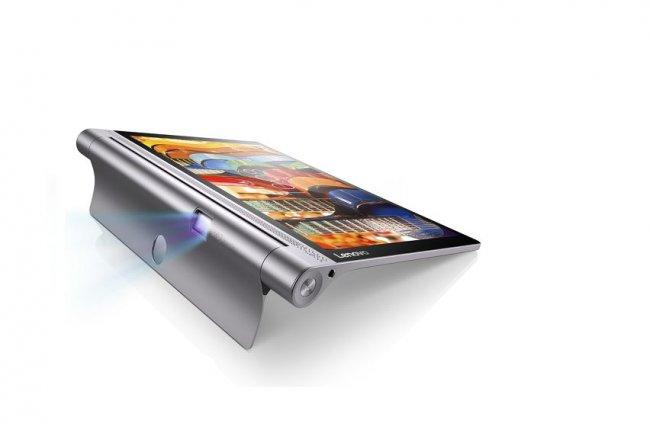 Intégré à l'avant de la charnière et rotatif (180°), le projecteur de la Yoga Tab 3 Pro peut maintenant afficher sur le plafond. (crédit : D.R.)