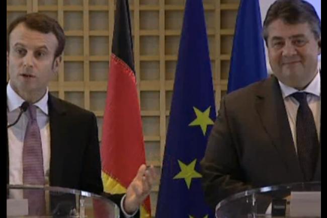 Emmanuel Macron (ministre de l'Économie, de l'Industrie et du Numérique) et Sigmar Gabriel (vice-chancelier et ministre de l'Économie et de l'Énergie de l'Allemagne) ont donné le coup d'envoi à une coopération bilatérale dans le numérique. (crédit : D.R.)