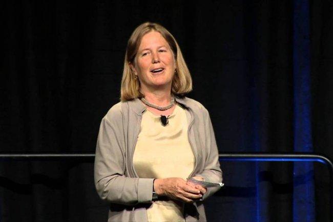 Diane Greene sur scène la conférence Google I / O en 2013.