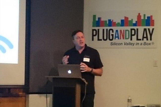 Shane Buckley, CEO de la soci�t� et ancien de NetGear, nous a re�u dans ses bureaux californiens chez PlugandPlay, un incubateur � Sunnyvale. (cr�dit : Serge Leblal)