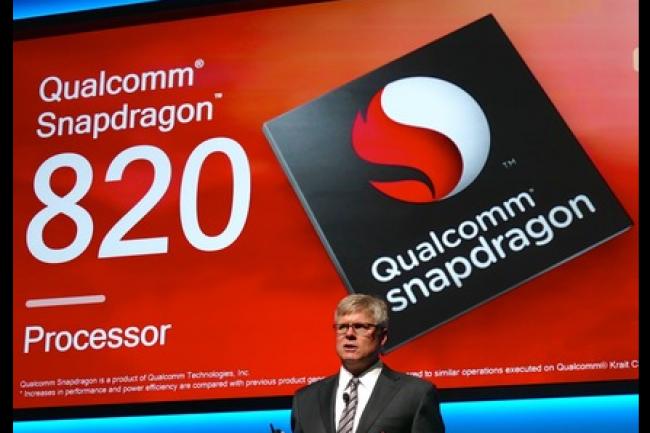 Le CEO de Qualcomm, Steve Mollenkopf, lors d'une présentation portant sur la puce Snapdragon 820 au CES 2016 le 5 janvier dernier. (crédit : James Niccolai)