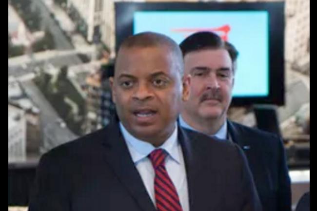 Le secr�taire d'Etat du minist�re des Transports am�ricain, Anthony Foxx, lors de son intervention au salon automobile de Detroit le 14 janvier. (cr�dit : D.R.)