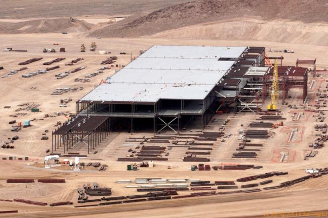 L'usine de Tesla près de Reno représente une surface totale de 930 000 m2.