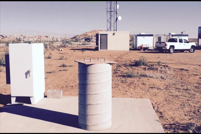 Le projet Skybender de Google s'appuie sur des émetteurs-récepteurs d'ondes millimétriques comme ici sur le centre des opérations Spaceport au Nouveau Mexique. (crédit : New Mexico Spaceport Authority)