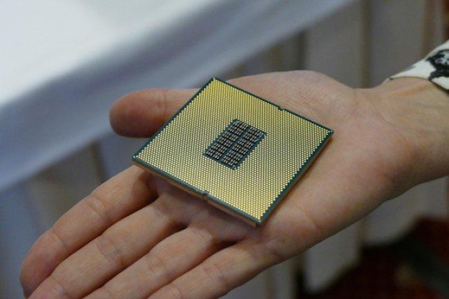 Un prototype de la puce serveur ARM de Qualcomm, dévoilé en octobre dernier. (Crédit J.N.)