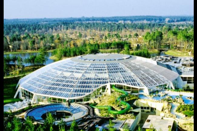 Pierre et Vacances Center Parcs propose 300 destinations de tourisme de proximité en Europe comme, ici, le Center Parc en Sologne. (crédit : D.R.)