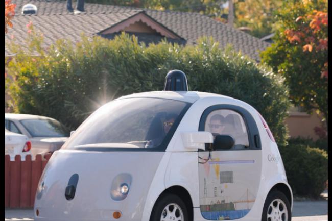 Google muscle les effectifs en charge de sa voiture �lectrique autonome � l'heure o� les tests sur routes publiques se multiplient. (cr�dit : D.R.)