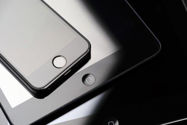 Pour relancer ses ventes, Apple revoit son iPad Air et pousse un iPhone meilleur marché.