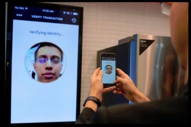 Matsercard permetra aux utilisateurs de mobiles de s'authentifier avec leurs selfies lors d'achats réalisés en ligne. Crédit: D.R.