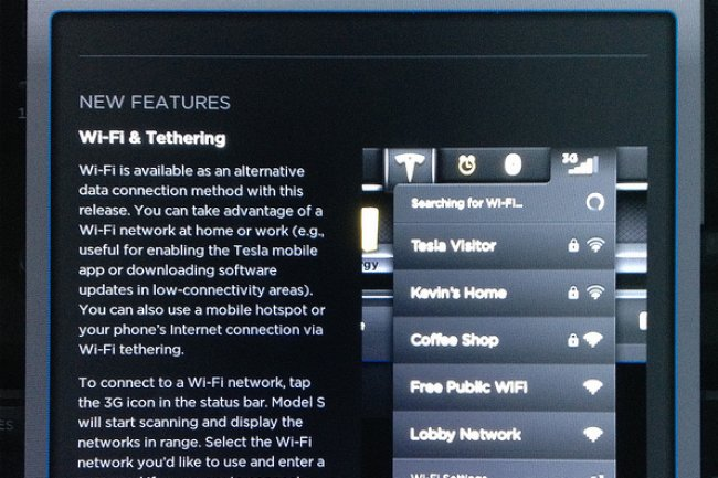 Avec une connexion WiFi, il est possible de mettre � jour le firmware de sa Tesla. (cr�dit : D.R.)