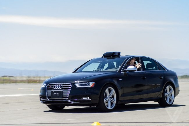 Les Audi A4 peuvent accueillir le syst�me de Cruise Automation, une option factur�e 10 000 dollars tout de m�me.