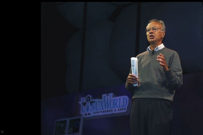 Andy Grove, chairman d'Intel, intervenant le 10 août 1999 sur LinuxWorld à San Jose, en Californie. (crédit : James Niccolaï/IDGNS)