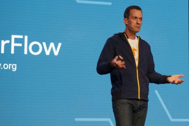 Le service d'apprentissage machine propos� sur le cloud de Google s'appuie sur la biblioth�que TensorFlow, a indiqu� hier sur GCP Next 16, Jeff Dean, responsable du projet de recherche Brain sur le deep learning. (cr�dit : Blair Hanley Frank)
