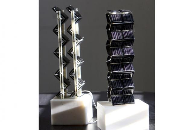 En optimisant l'agencement des cellules photovoltaïques sur un format tour et cube, le MIT parvient à décupler la production énergétiques par rapport à des panneaux solaires traditionnels. (crédit : Allegra Boverman)