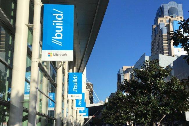 Des banni�res annon�ant la conf�rence Build 2016 de  Microsoft au Moscone Center West � San Francisco le 29 Mars dernier.