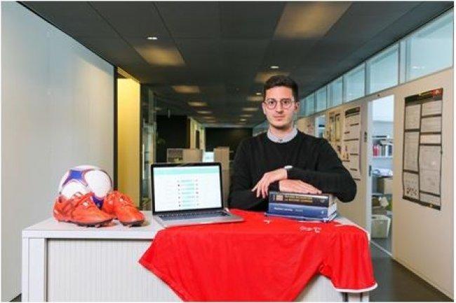 Pour allier sa passion pour le ballon et pour la recherche, Victor Kristof, chercheur à l'EPFL, a utilisé l'intelligence artificielle pour prédire les résultats de l'Euro 2016. (Source: © 2016 EPFL / Alain Herzog)