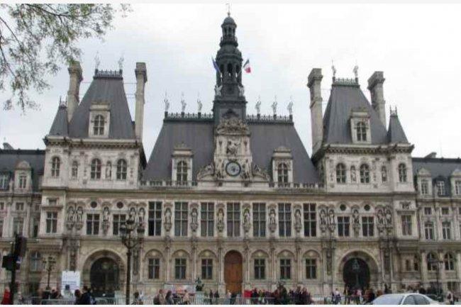 Les mairies (ici : l'Hôtel de Ville de Paris) doivent se munir de compétences numériques. (crédit : D.R.)