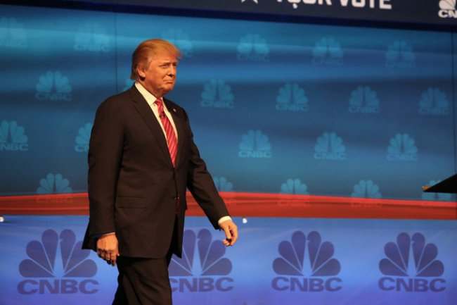 Donald Trump sur la scène du débat présidentiel républicain organisé parCNBC à Boulder dans le Colorado, le 28 octobre dernier.
