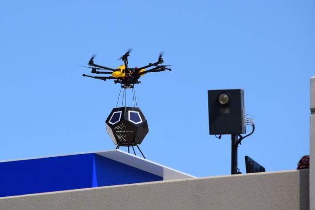 Nokia a réalisé une démonstration de livraison par drone de sa cellule F-Cell LTE sur son immeuble dans la Silicon Valley. (crédit : Nokia)