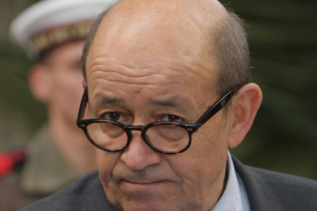 A l'occasion de sa visite du pôle d'excellence cyber à Bruz en Bretagne lundi 12 décembre, le ministre de la défense Jean-Yves Le Drian a annoncé un vaste plan stratégique de cyberdéfense. (crédit : D.R.)