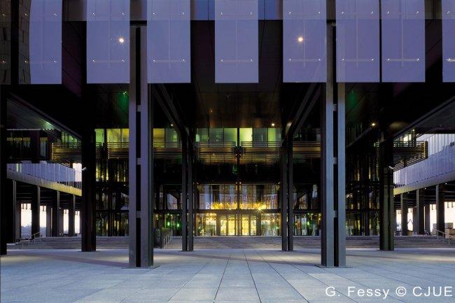 La Cour de Justice de l'UE a estimé hier que « les États membres ne peuvent pas imposer une obligation générale de conservation de données aux fournisseurs de services de communications électroniques ». (crédit : CJUE)