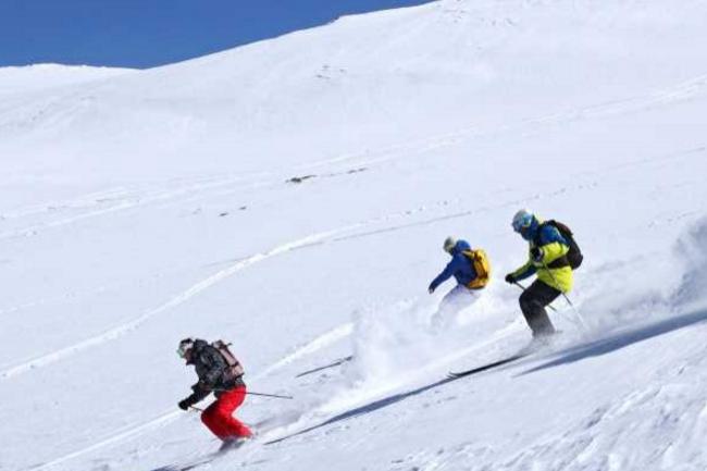 Sans nouveau génie civil, Aroona de Cailabs a permis de déployer des services numériques pour les clients de la station Les 2 Alpes. (crédit : Office de Tourisme Les 2 Alpes / Bruno Longo)