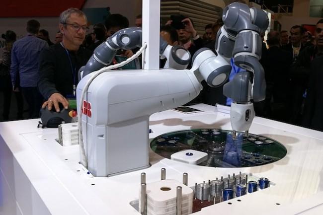 Les expérimentations 5G répondent aujourd'hui aux besoins de l'industrie 4.0 comme avec ce robot sur le stand de Nokia (Crédit S.L.)
