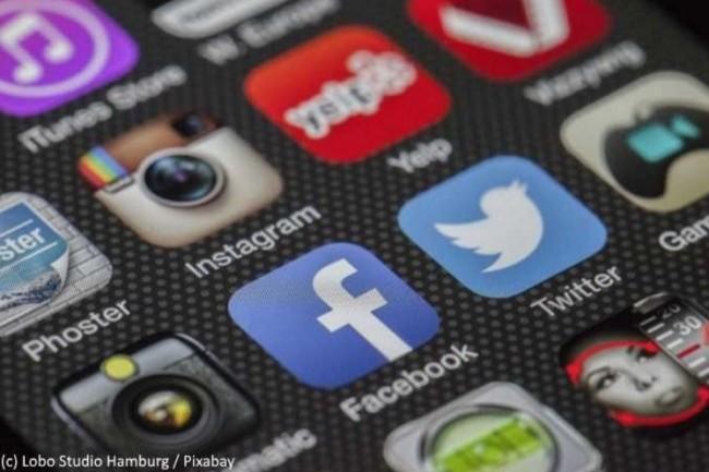 Les médias sociaux sont incontournables mais l'organisation interne pour les utiliser au mieux reste à trouver. (crédit : Lobo Studio Hambourg / Pixabay)