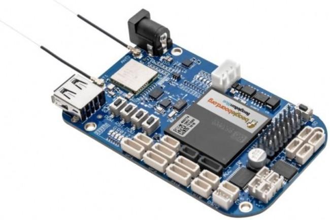 BeagleBone Blue, mini-carte mère pour créer des robots