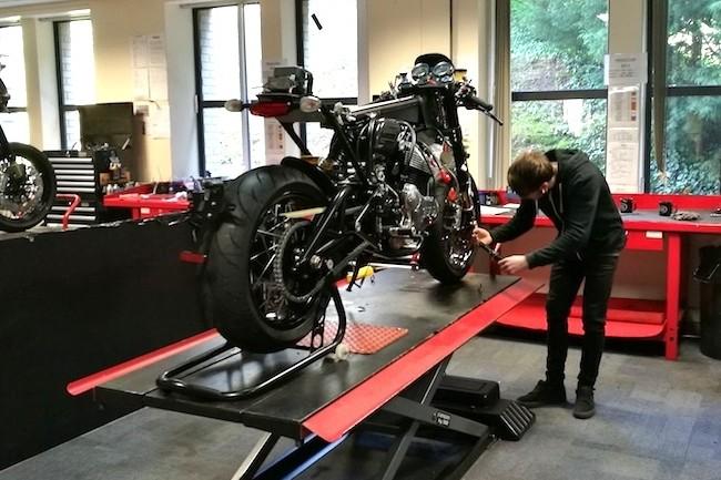 Si Norton assemble toujours ses motos à la main dans ses ateliers, le numérique a conquis le bureau d'études. (Crédit S.L.)