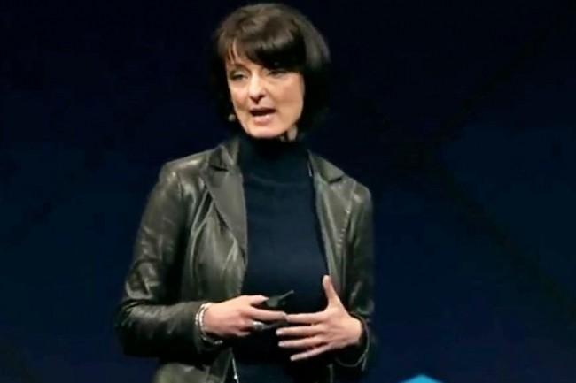 Regina Dugan, vice-présidente de l'ingénierie de Facebook, lors de l'événement F8 mercredi 19 avril. (crédit : D.R.)