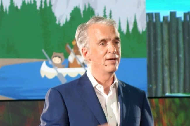 C'est de nouveau Parker Harris, co-fondateur de Salesforce, qui s'est déplacé à Paris ce 8 juin pour présenter les nouveautés de l'offre cloud de CRM, marketing et service client. (crédit : LMI/MG)