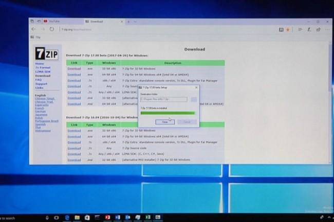L'application Windows historique 7 Zip est installée sur un terminalWindows 10 ARM lors d'une démonstration à Computex à Taipei le 31 mai 2017.