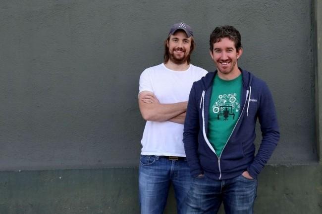 Mike Cannon-Brookes et Scott Farquhar, les 2 cofondateurs d'Atlassian, offrent jusqu'à 3000$ par bug rapporté dans leurs solutions. (Crédit D.R.)