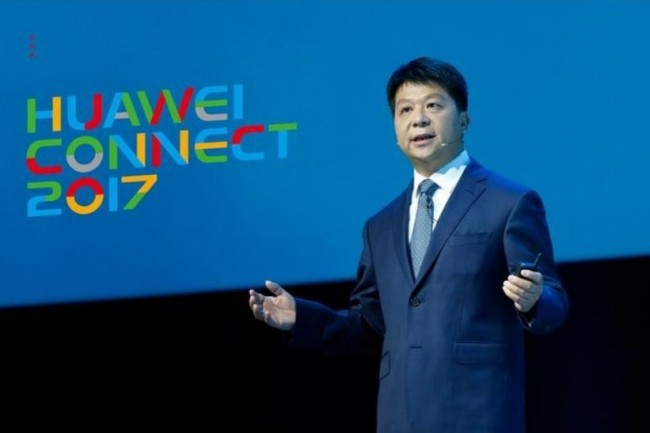Sur Huawei Connect, Guo Ping, l'actuel CEO de Huawei (dans le cadre de la direction alternée adoptée par le fournisseur chinois) a annoncé le cloud Enterprise Intelligence. (crédit : D.R.)