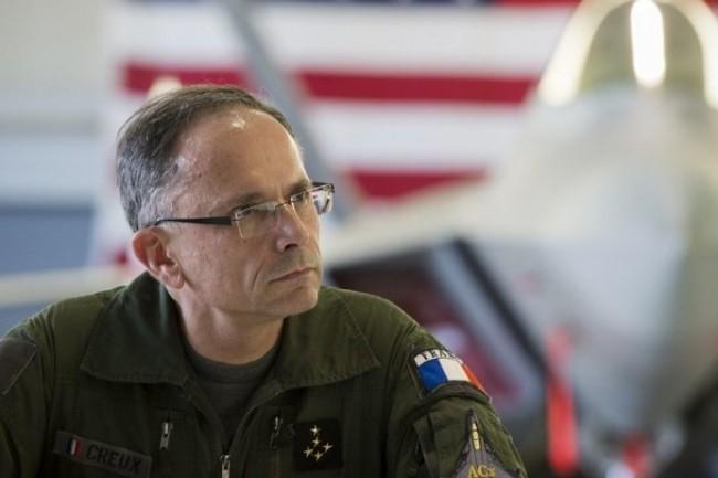 Le général Creux, après 38 ans dans l'armée, intègre le comité de direction de la Société Générale (photo R.Nicolas-Nelson / Armée de l'air)
